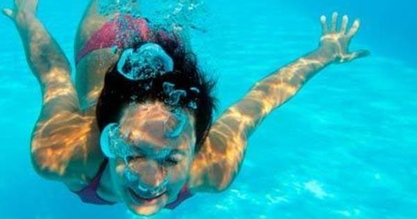 Coronavirus, i rischi dell'acqua di mare: risponde l'oculista